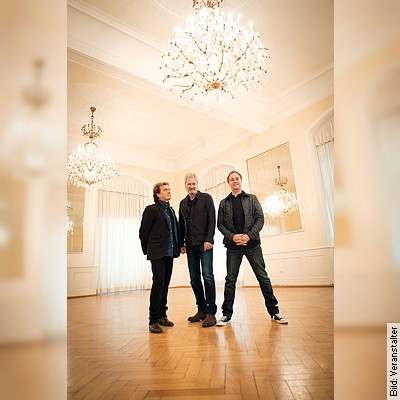 FRONTM3N     Up Close - Tour 2021 - Peter Howarth, Mick Wilson & Pete Lincoln live